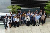 Krones-Projektbeteiligte mit den Studierenden und Professoren